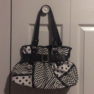 Black and white purse like new condition